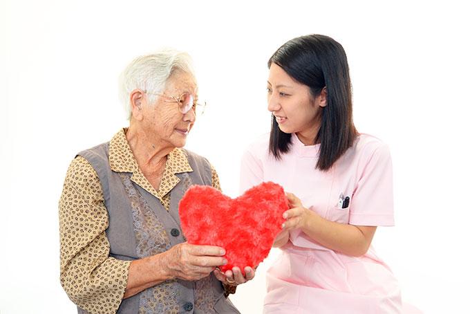 perawat lanisa, perawat lansia handal, perawat caregiver, caregiver handal