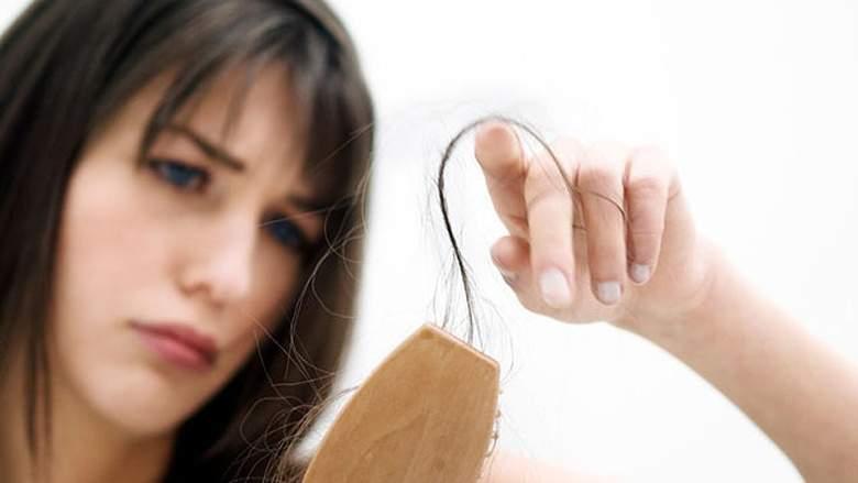 Munculnya jerawat dan rambut rontok saat patah hati