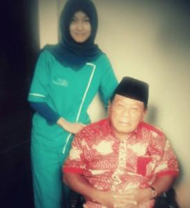 Harmoko Mantan Menteri Penerangan Indonesia menggunakan caregiver Insan Medika
