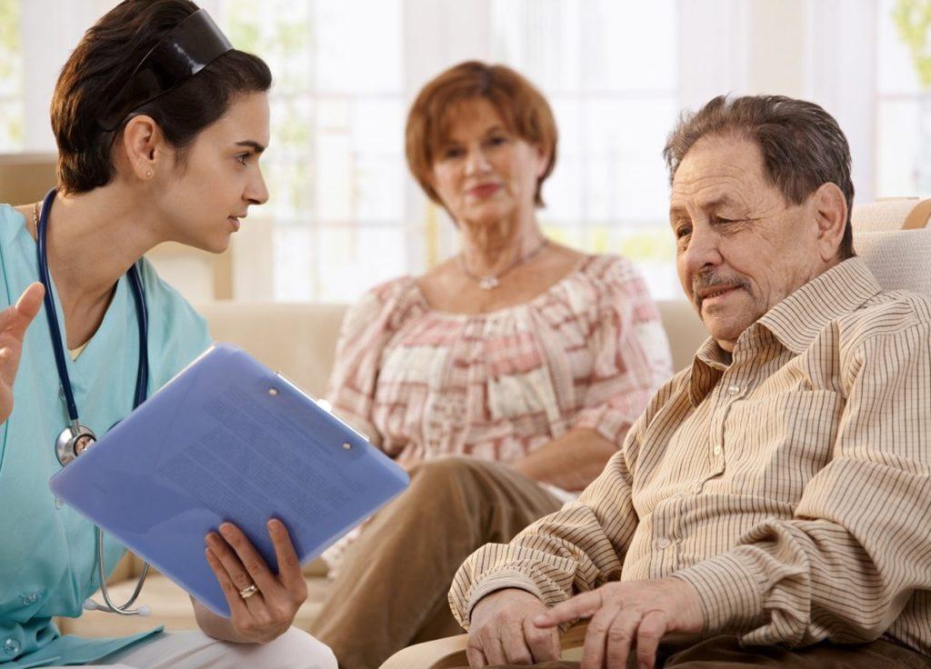 perawat sebagai edukator mengedukasi pasien