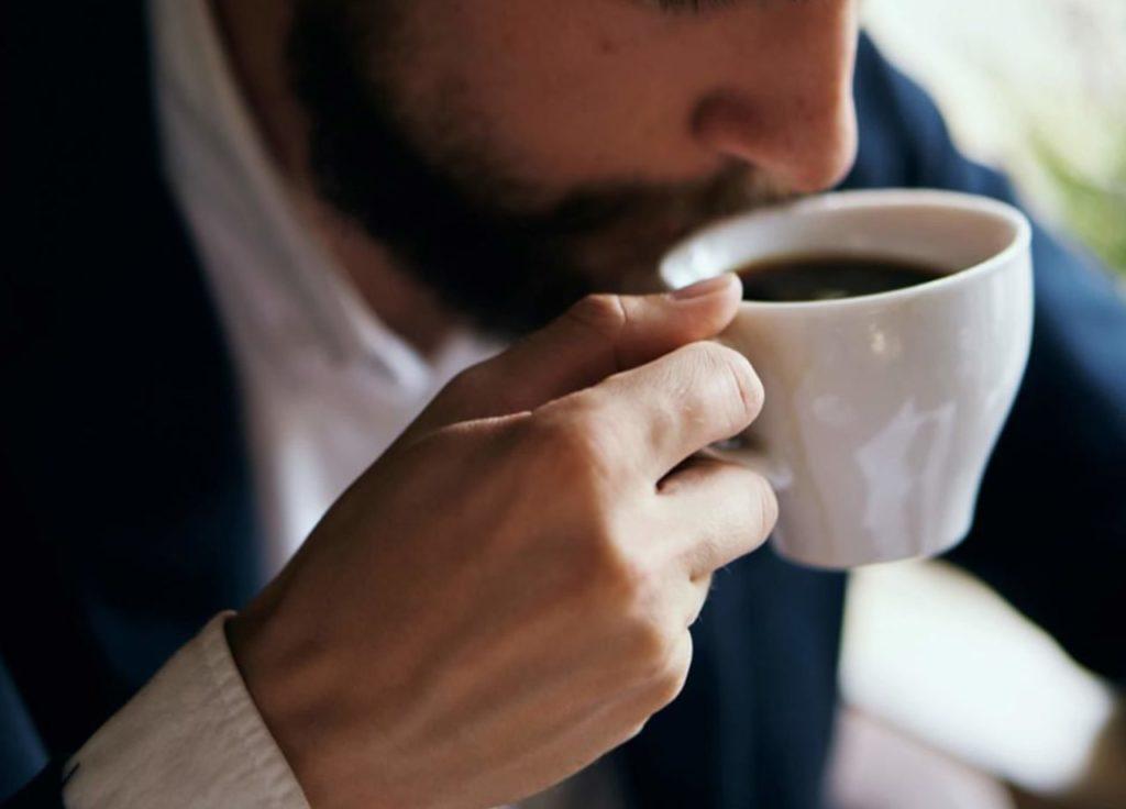Minum kopi untuk menghilangkan ngantuk