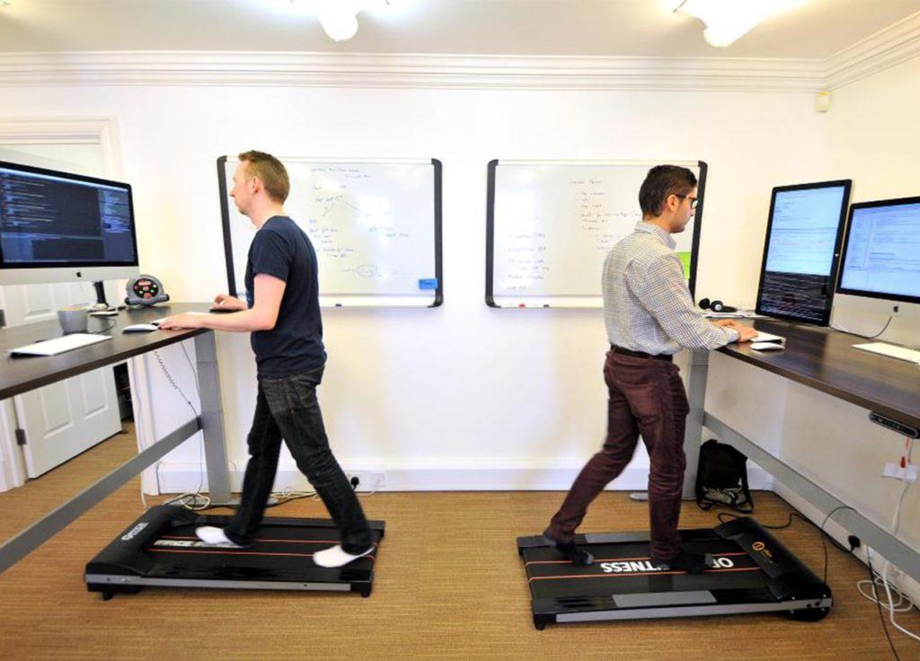 Cara menghilangkan kantuk di kantor dengan berjalan atau melakukan aktivitas fisik