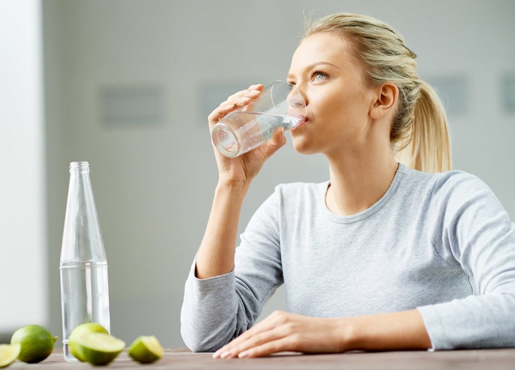 minum air putih untuk menghilangkan rasa kantuk