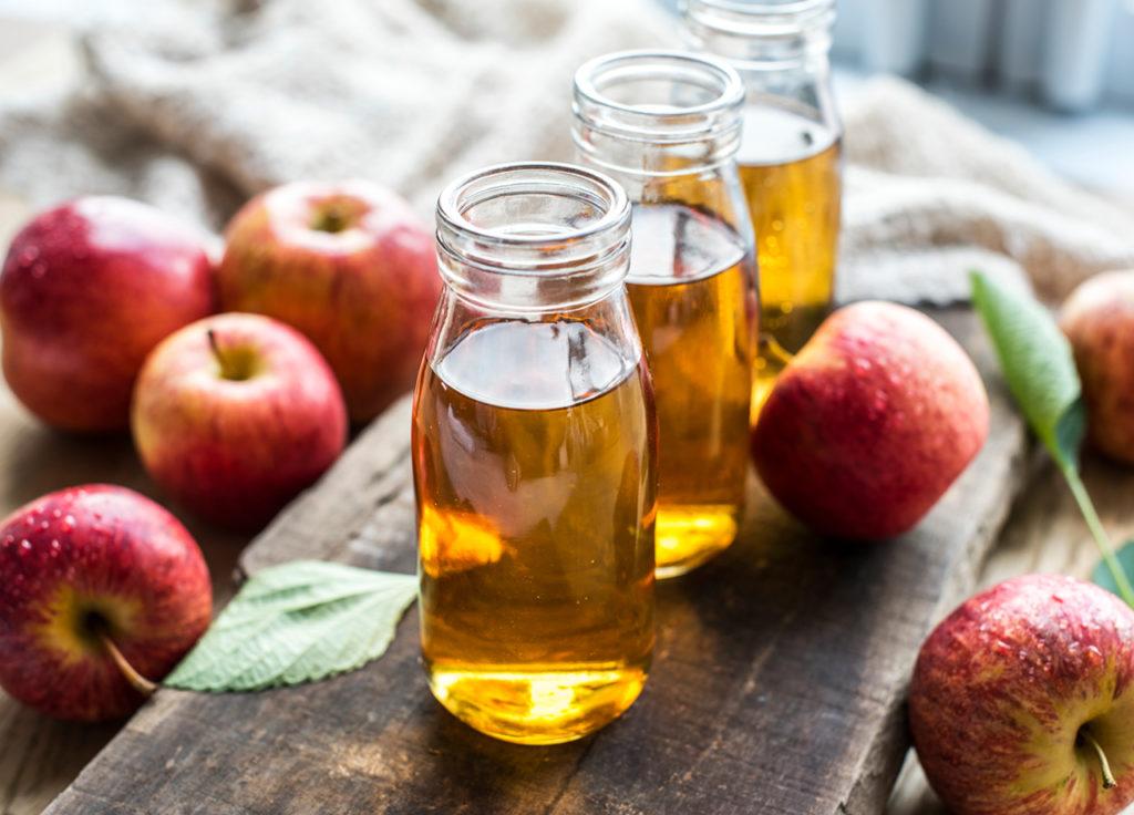 Mengobati penyakit eksim menggunakan cuka apel