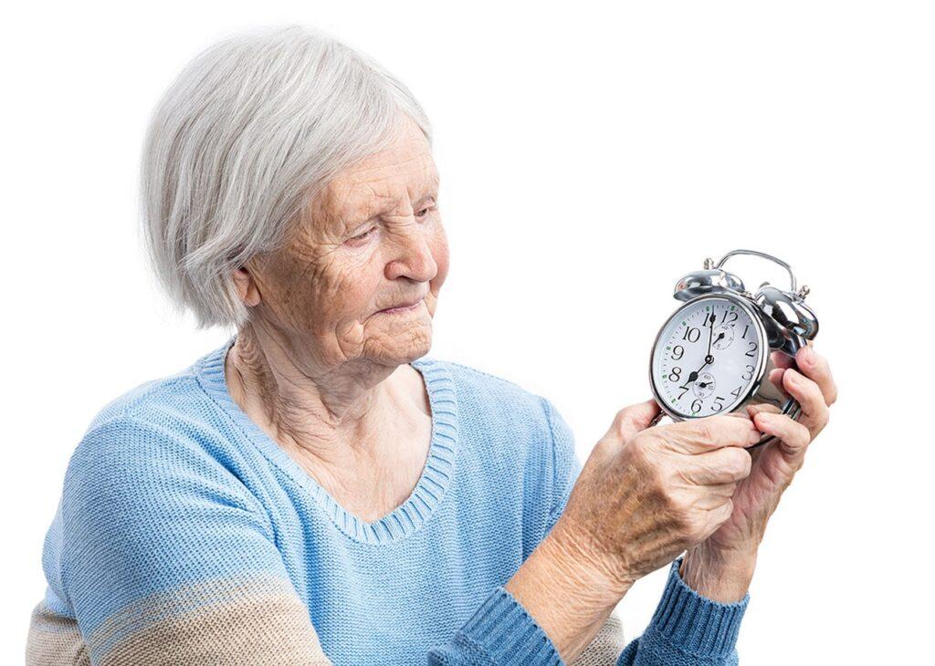 Menetapkan jam tidur pada lansia