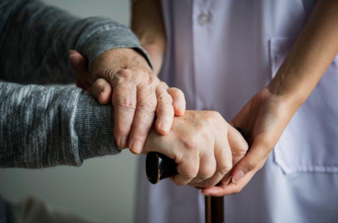 Perawat Lansia: Info, Tugas, Biaya Hingga Manfaat Menggunakan Home Care Lansia Di Rumah